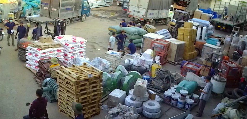 Hàng hóa vận chuyển đi các tỉnh miền tây của Trọng Tấn