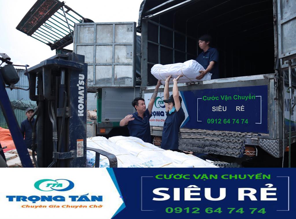 Sắp xếp hàng nhẹ nhà lên xe vận chuyển hàng Hà Nội Phú Quốc cước siêu rẻ của chành xe