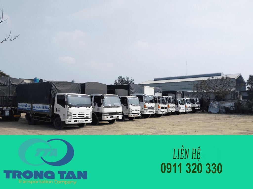 Đội xe chuyển hàng đi Tuy Hòa