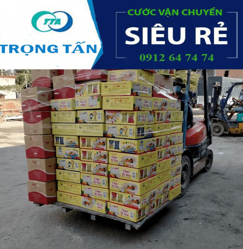 Nhà xe Hà Nội Bình Dương nâng hàng hóa vận chuyển