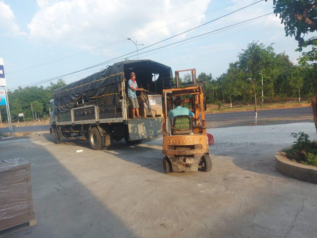 Xe trung chuyển hàng hóa Bình Dương đi Nha Trang giá rẻ