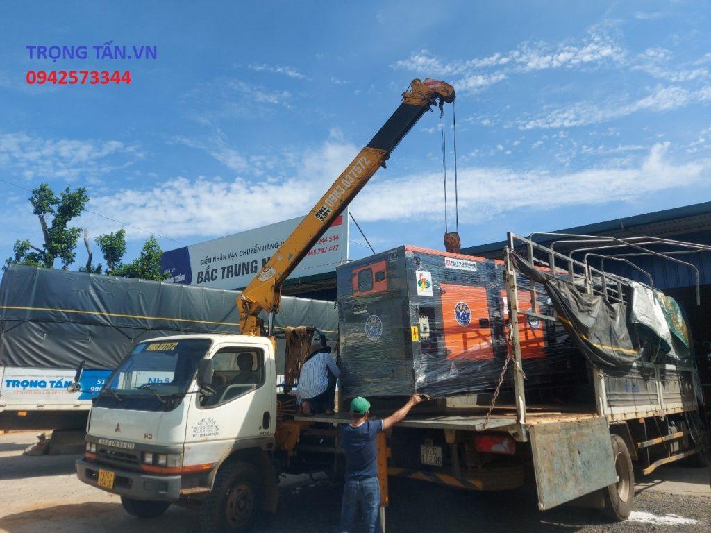 Xe tải cẩu hàng hóa nhanh chóng an toàn
