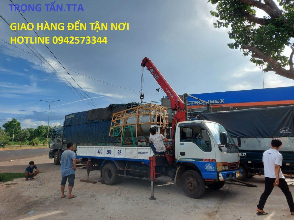 Xe tải chuyển chở cẩu hàng hóa
