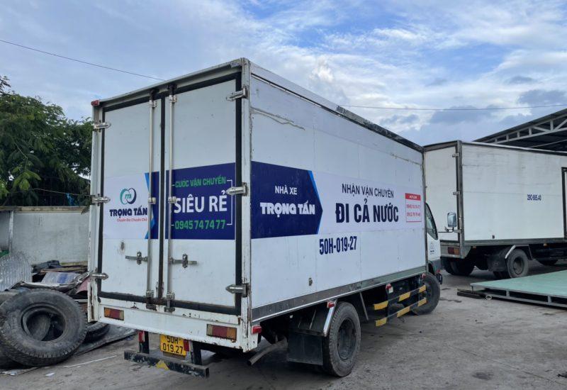 xe tải chở hàng thùng kín